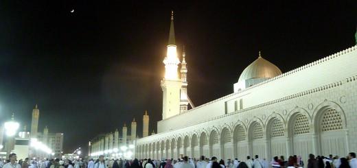 HD Wallpaper: Masjid-e-Nabwi with Crescent
