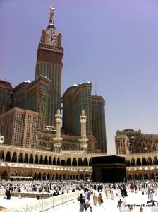 Mecca_Royal_Hotel_Clock_Tower_aka_Abraj_Al-Bait_Tower_and_Kaaba