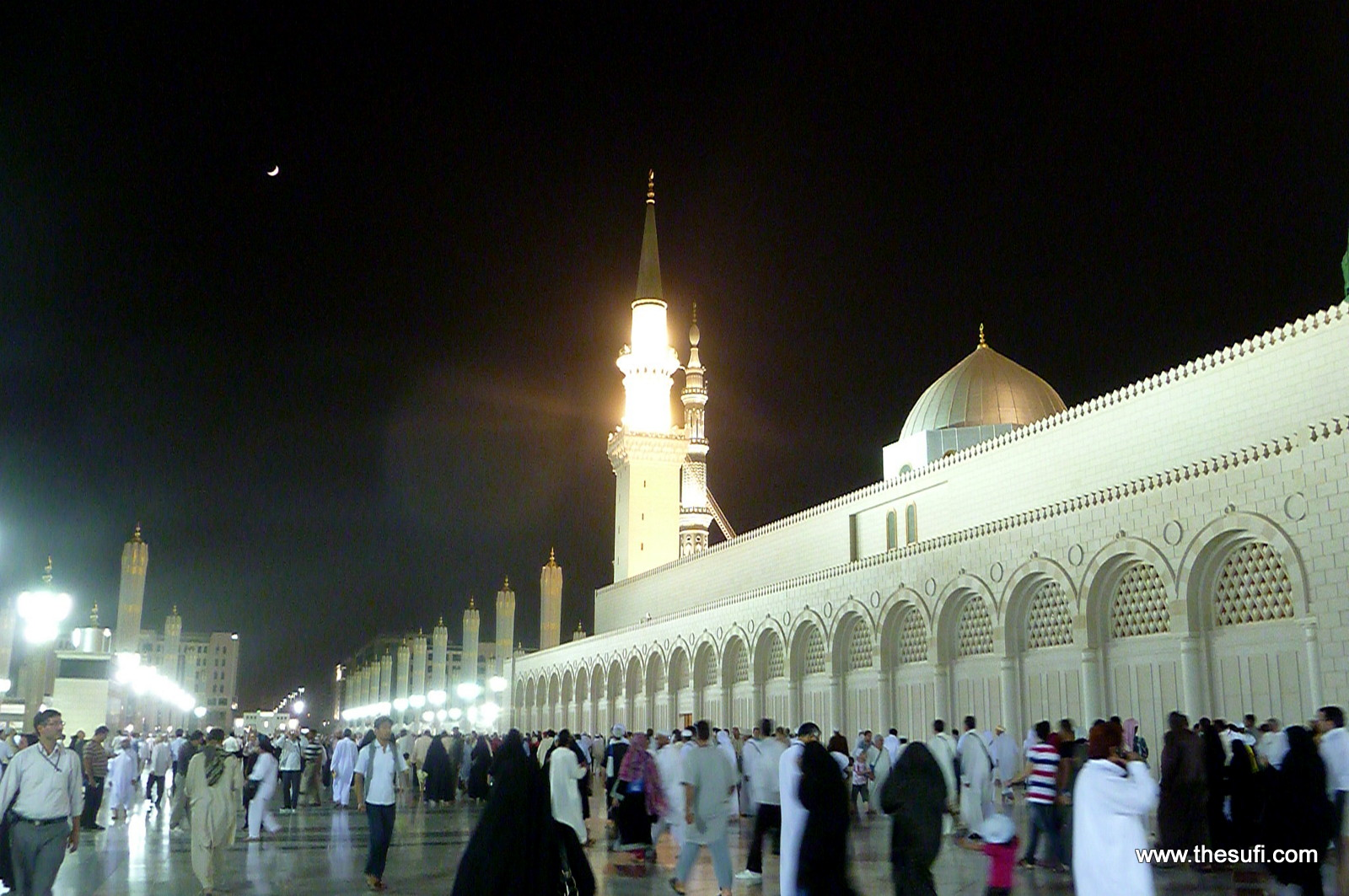 Masjid e Nabwi with Crescent