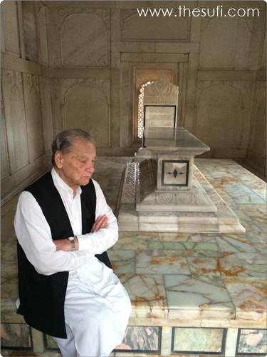 Photo of Dr. Javed Iqbal [son of Allama Iqbal] at Mazar of Allama Iqbal.